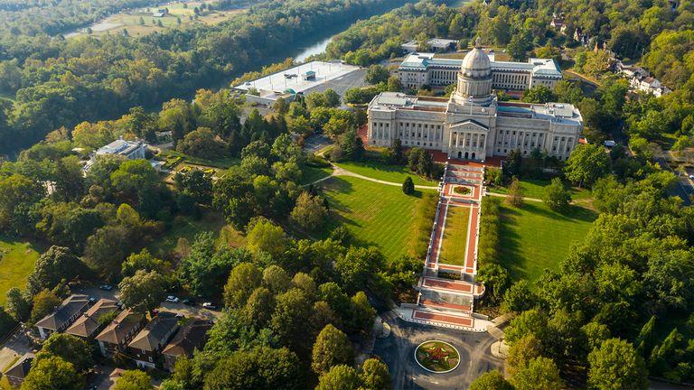 Kentucky lawmakers override veto of teachers hybrid plan