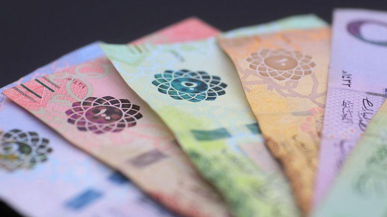 A stack of 500, 100, 50, 10, and 5 Riyal banknotes in Saudi Arabia
