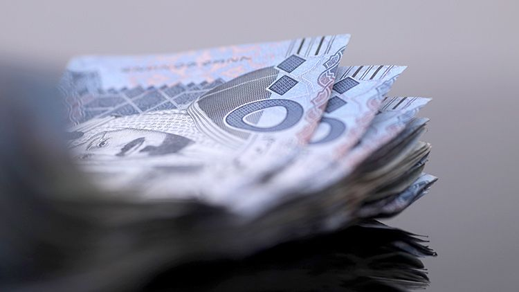 A stack of 500 riyal banknotes in Saudi Arabia