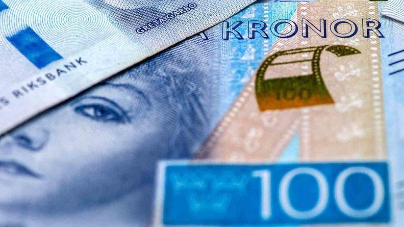A set of 100 Swedish Krona banknotes