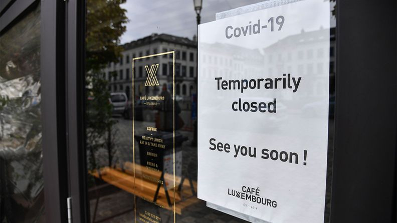 A sign shows a cafe in Brussels is temporarily closed due to COVID-19