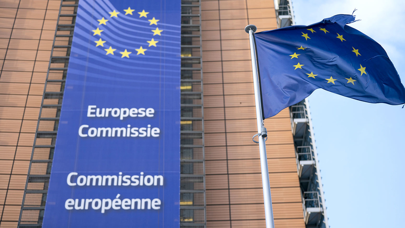Banner of the Eurpean Commission and flag of the European Union