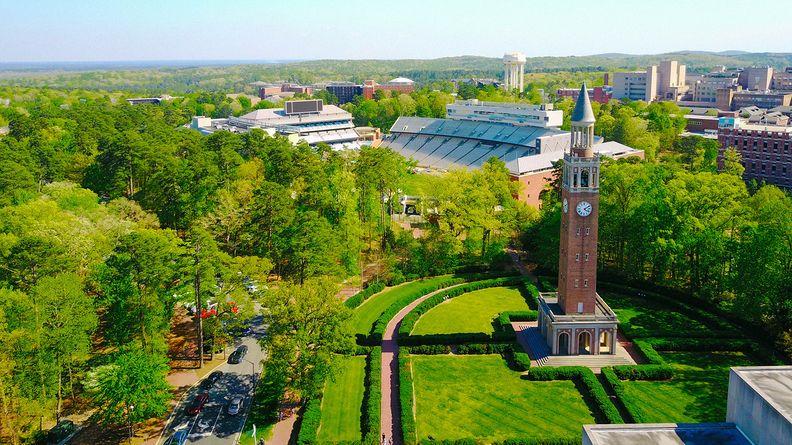 University_of_North_Carolina_i.jpg
