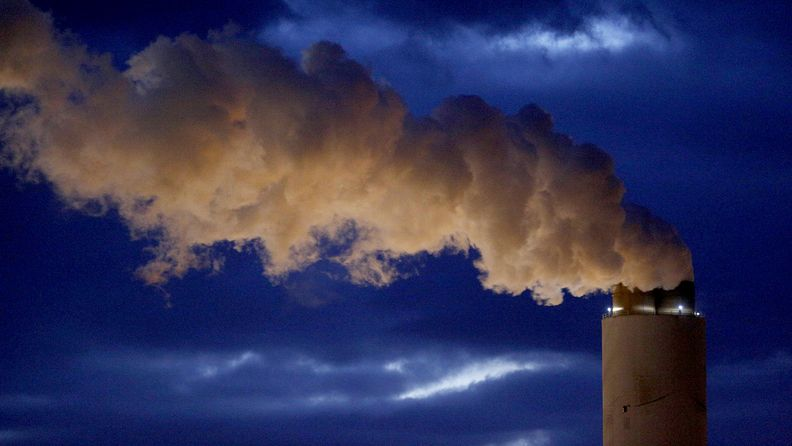 Emissions rise from the coal fired power plant in South Carolina