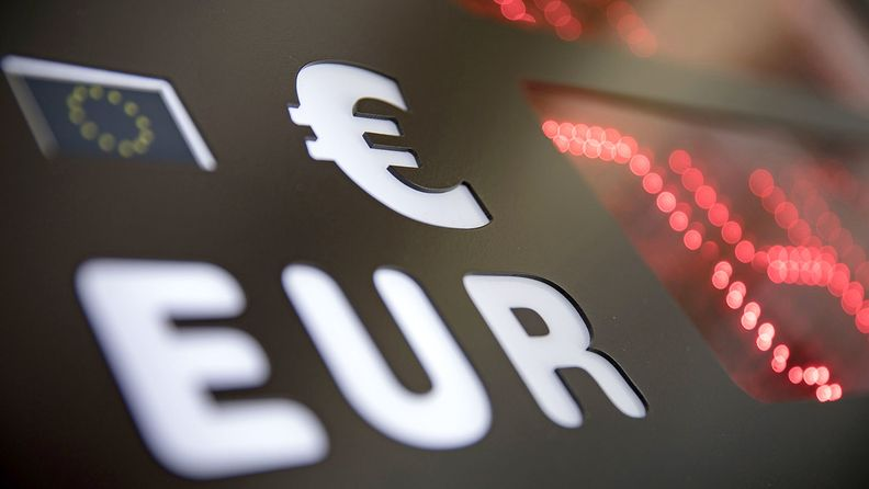 A digital currency exchange sign displays euros
