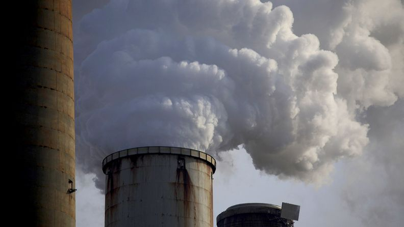 Emissions rise from the Kentucky Utilities Co. Ghent generating station in Ghent, Ky.