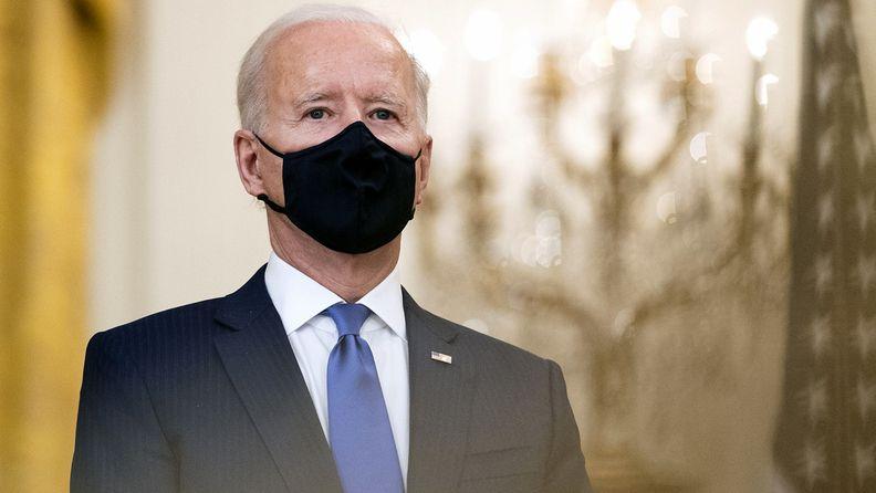President Joe Biden wearing a a protective mask
