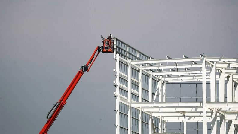 A cherry picker moves in on what will be the largest warehouse in Europe, owned and developed by Tritax Big Box REIT PLC and leased by Amazon.com Inc. under construction in Dartford, England
